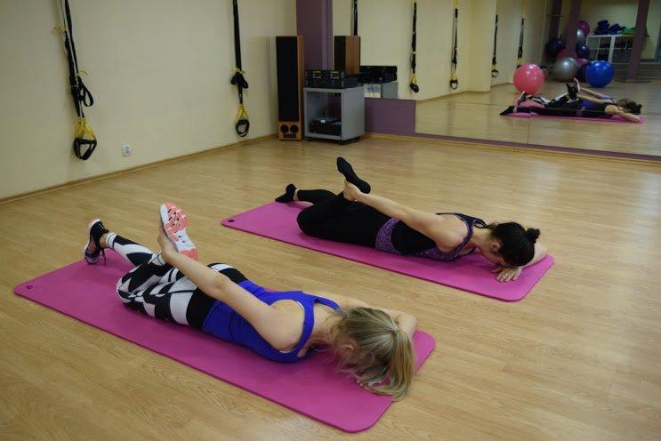 stretching_rozciaganie_miesni_czworoglowego_uda