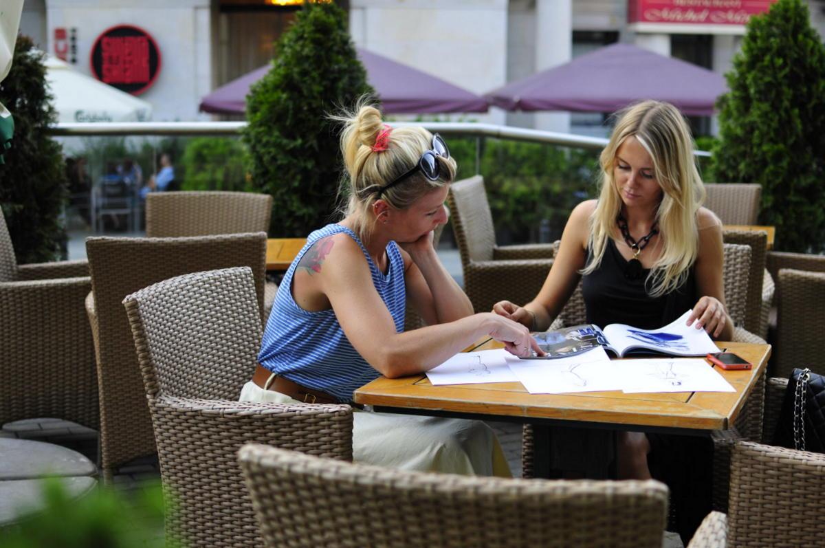 Konsultacje ze stylistką w Warszawie. Spotkanie w kawiarni.
