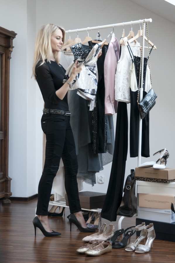 Przegląd szafy ze stylistką w Warszawie.